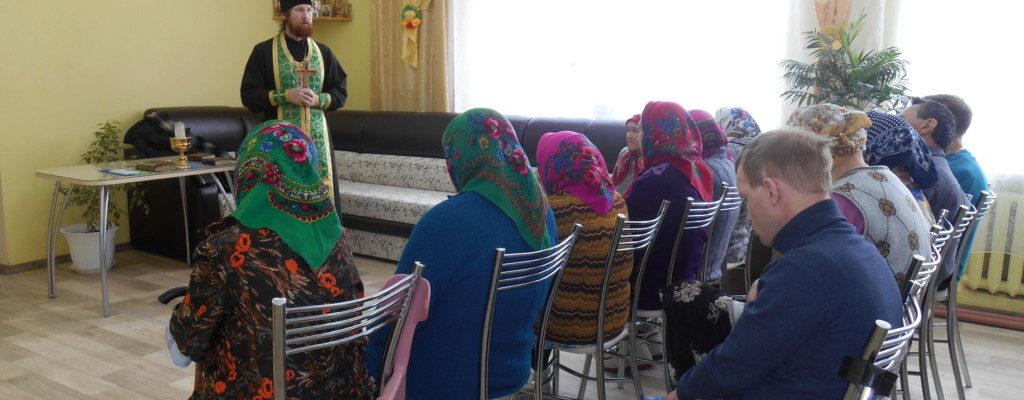 Священник посетил социально-реабилитационное отделение